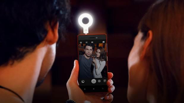 Lenovo VIBE Xtension Selfie Flash.