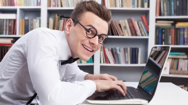 Muškarac, naočare, računar