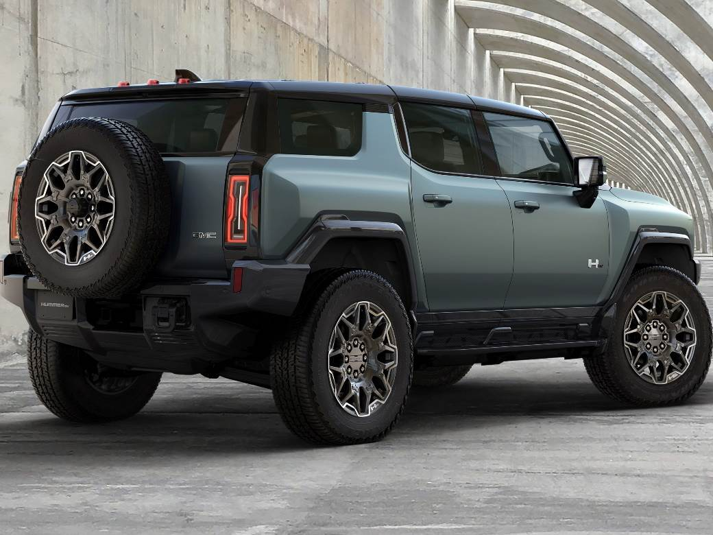 ELECTRIC HUMMER: The first one moves diagonally, rides alone, has 830 horses and costs $ 110,600.