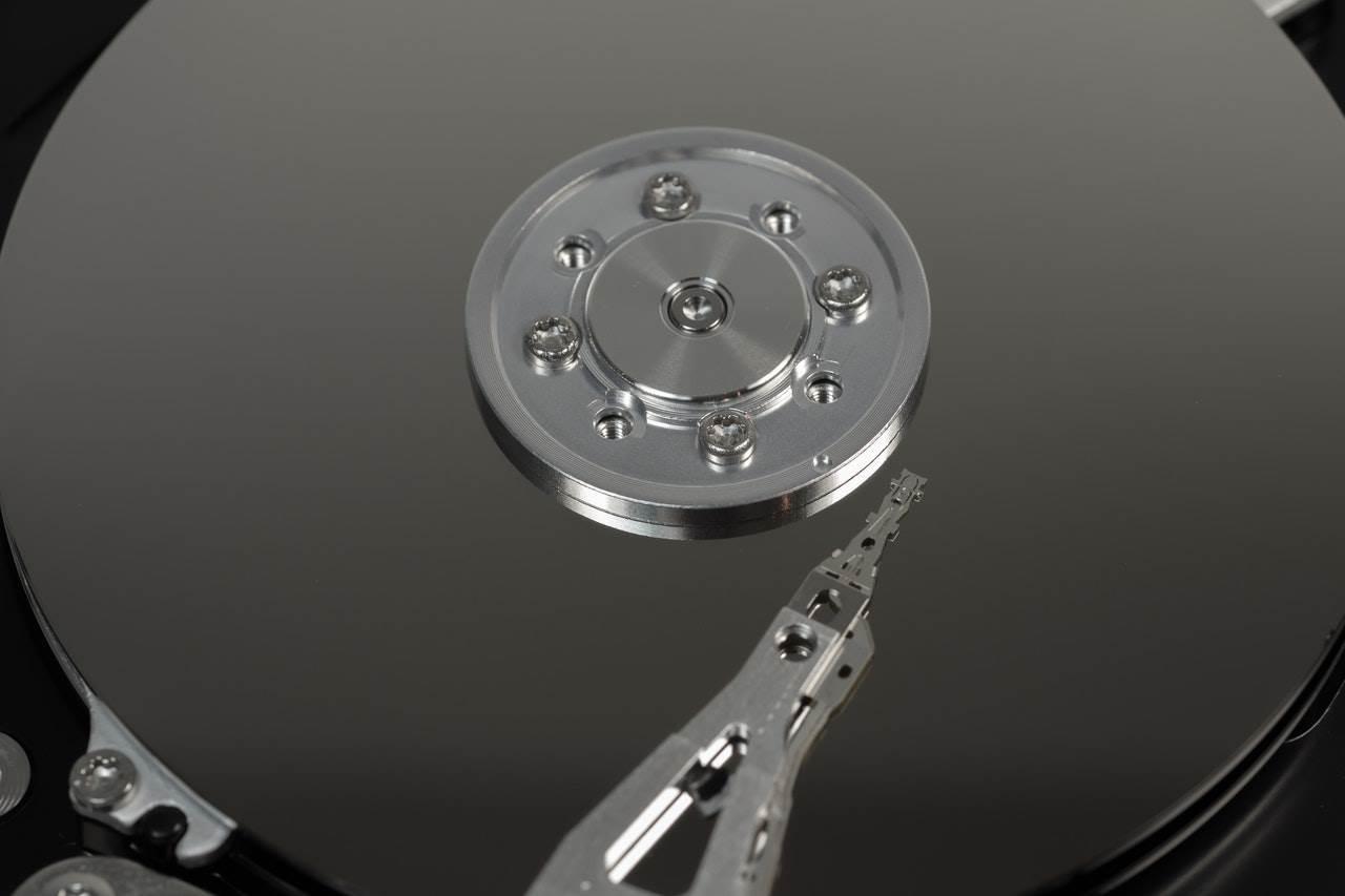 Ploča i magnetna glava hard diska