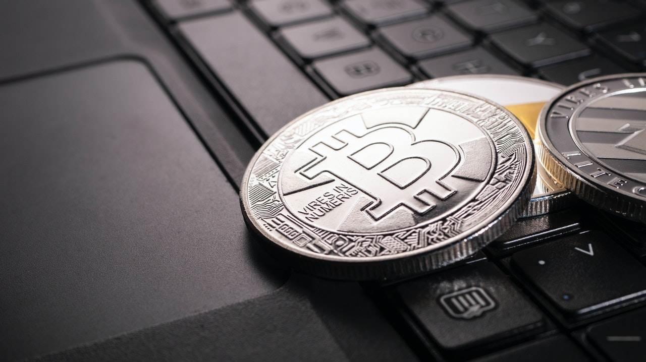 Kriptovalute na laptopu