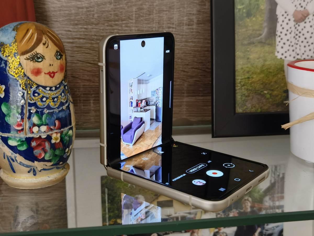 Samsung Galaxy Z Flip3 5G Slike Uživo (28)