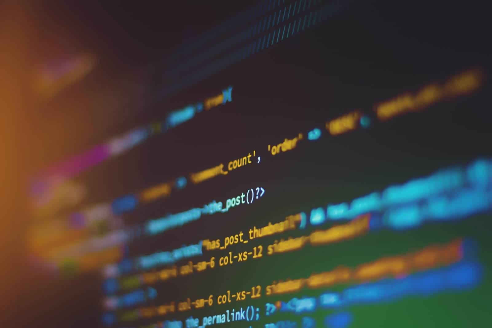 Linije koda na ekranu