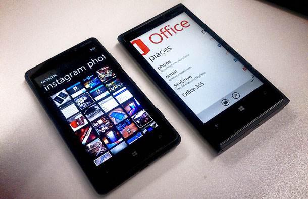 Nokia Lumia 920 i 820.jpg