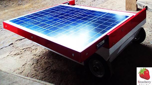 Punjač preko kojeg se sunčeva energija pretvara u struju za punjenje mobilnih telefona.
